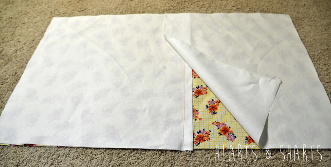 Sewing-Pillow-Shams-With-Flange-1-www.heartsandsharts.com