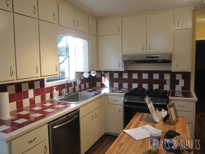 kitchen-reno-before-ugly-tile-Hearts-And-Sharts