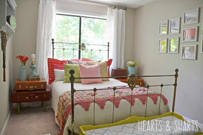 bedroom-vintage-makeover-hearts-and-sharts