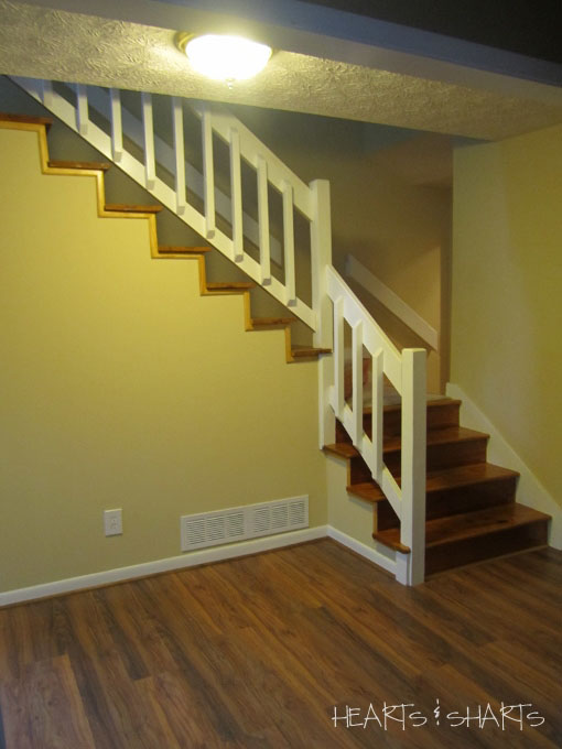 foyer-before-uncarpeted-stairs