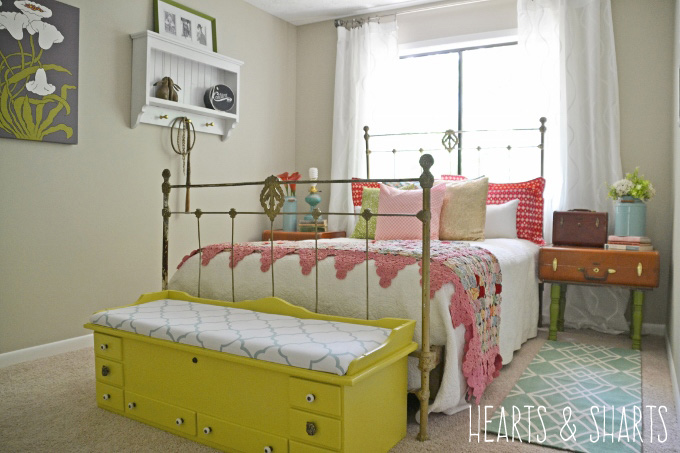 vintage-bedroom-makeover-hearts-and-sharts