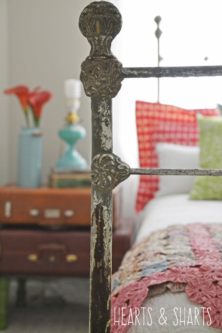 vintage-gold-iron-bed-hearts-and-sharts