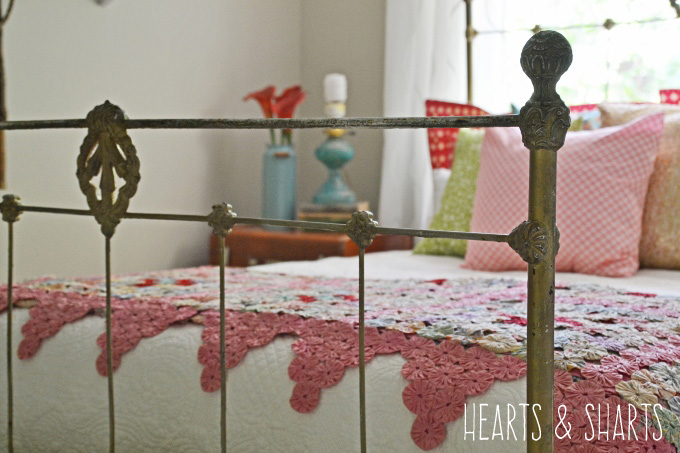 vintage-iron-bed-hearts-and-sharts