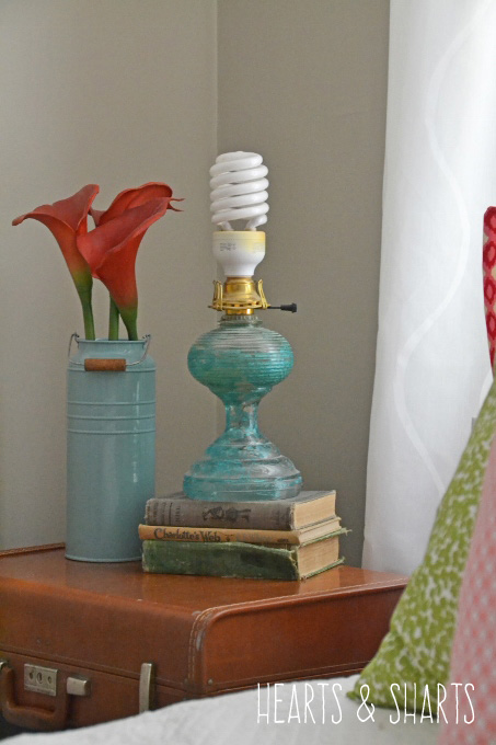 vintage-lamp-luggage-hearts-and-sharts