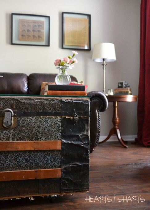 vintage-trunk-coffee-table-sitting-room-makeover