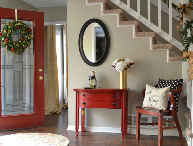 Christmas-decor-entryway-Hearts-And-Sharts