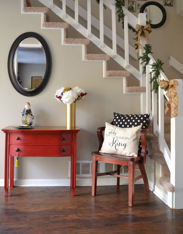 holiday-entryway-foyer-christmas-decor-Hearts-And-Sharts